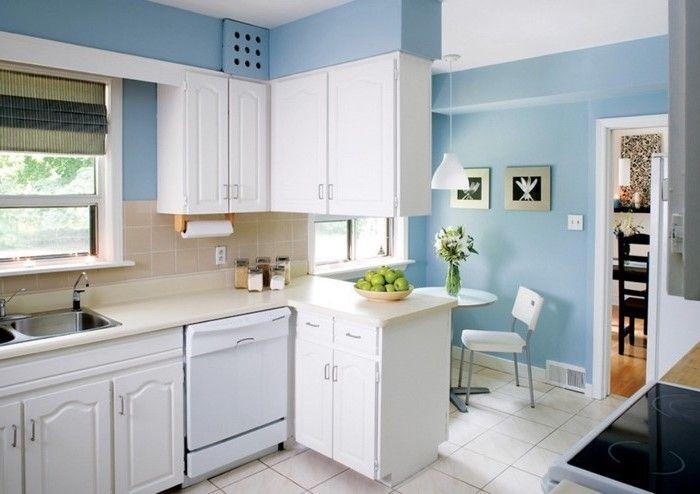 Kuchenideen In Weiss Und Hellblau Helle Farben In Der Kuche Naturliches Licht Limetten Zitronen Kuchendesign Moderne Kuchendesigns Blaue Kuchenmobel