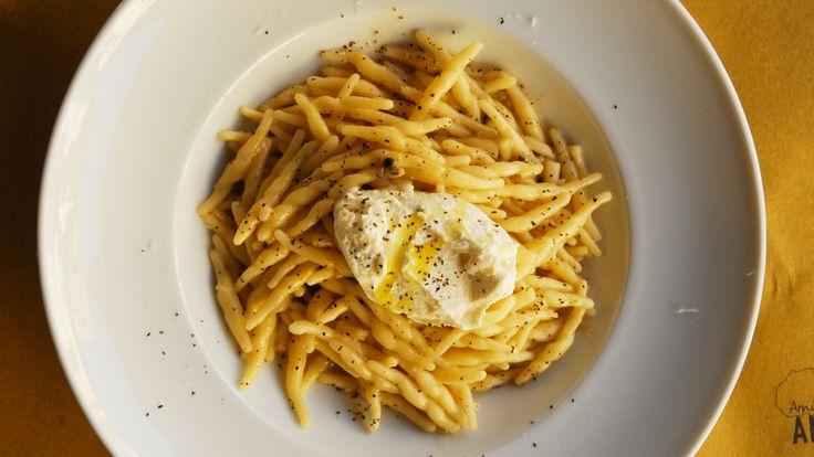 Pâtes cacio e pepe et gelato de fromage pecorino