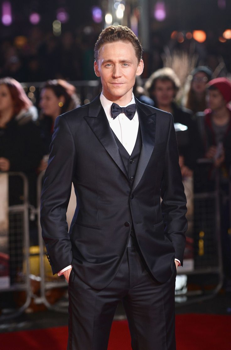 Tom Hiddleston attends the World Premiere of 'Thor: The Dark World' at The Odeon Leicester Square on October 22, 2013 in London, England [HQ]