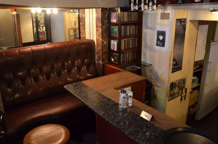 Das Kleine Café, eine Perle der Wiener Kaffeehauskultur, liegt trotz zentraler Lage abseits der Touristentrampelpfade.