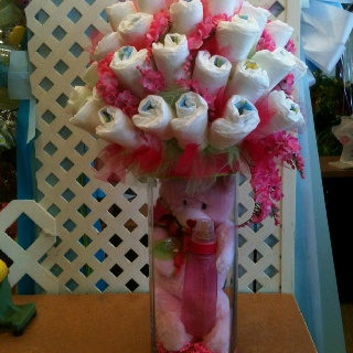Baby shower arrangement with diaper    --->Similar to onsie flower arrangement.Babyshower Ideas, Baby Shower Arrangements, Baby Shower Baby
