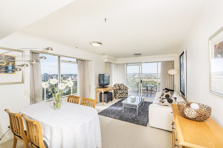 """BRISBANE CITY 1901/132... Located in the CBD and directly opposite the Botanical Gardens, is this bright and spacious two bedroom apartment in the popular """"Quay West"""" building."""