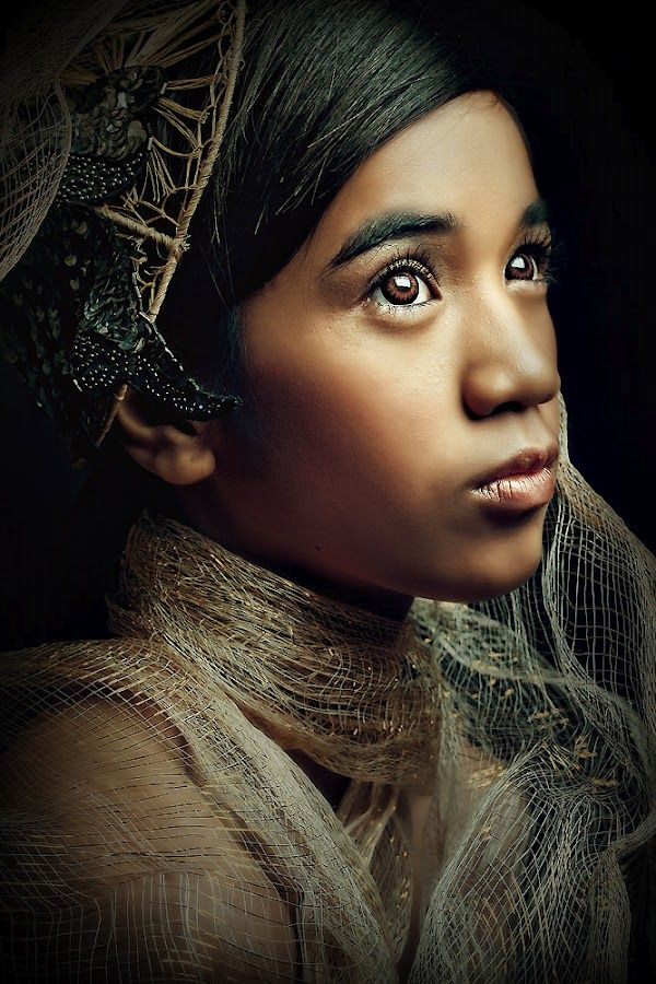 Stunning portrait by Thirdee Balleras in Quezon City - I love her look, lots of stories could be imagined from this.
