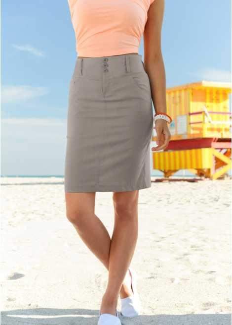 beige rok, oranje blouse/shirt en witte gympies!! leuke zomer combi