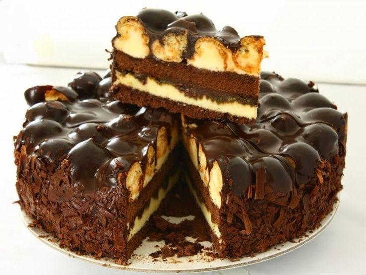 Μια τούρτα που πραγματικά έλειπε από το συνταγολόγιο μου. Τούρτα προφιτερόλ. Αυτό το υπέροχο γλύκισμα που όλοι λατρεύουμε, τώρα και σε τού...