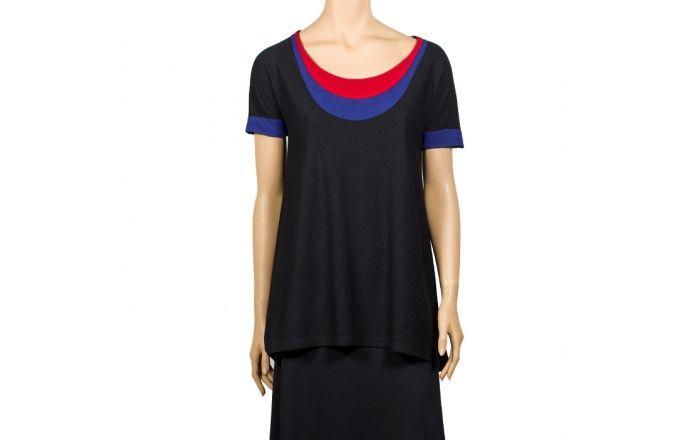 Camiseta negra con el cuello de colores #Instintobcn #RopaMujer