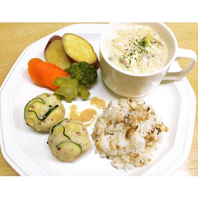 *** マクロビ時代のごはん。 今食べてるものは全く違うけど 食べ物の大切さを知り、 野菜を美味しく食べれるようになった。 農業体験や東京の料理教室にも通ったし 食べているもので日常が変わる。 いい方にも良くない方にもね。 . #マクロビ#菜食#ワンプレート#自炊#おうちごはん#ひとりごはん#おうちカフェ#料理#家庭料理#和食#肉#野菜#野菜たっぷり#健康#美容#ダイエットごはん#グルテンフリー#オーガニック#脱ステ#クッキングラム#自然食#健康生活#肌質改善#cafe#organic#glutenfree#foodie#japanesefood#vage#vagetable