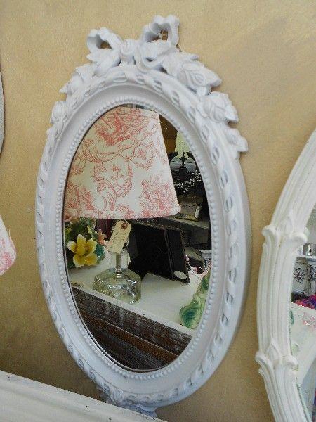 Pequeño espejo ovalado con arco en el Top-