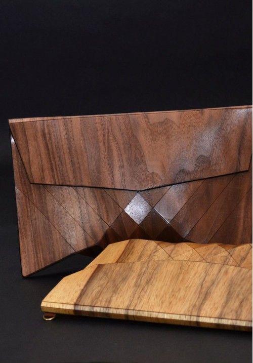 Деревянный  клатч «Geometrika» - это эксклюзивное изделие. Для каждой натуральной сумки используются тщательно подобранные кусочки дерева, поэтому узор никогда не повторяется. Автор создает уникальный рисунок для каждой модели, свою сумочку всегда можно будет узнать «в лицо».  Размер клатча - 280*30*150 мм. КУПИТЬ В http://dotupbutik.ru  #Bags #Leather bags #Designer bags #сумки #кожаныесумки #дизайнерскиесумки