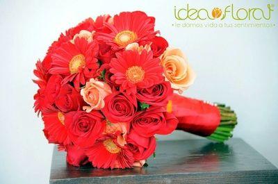 Hermoso ramo de rosas y gerberas rojas