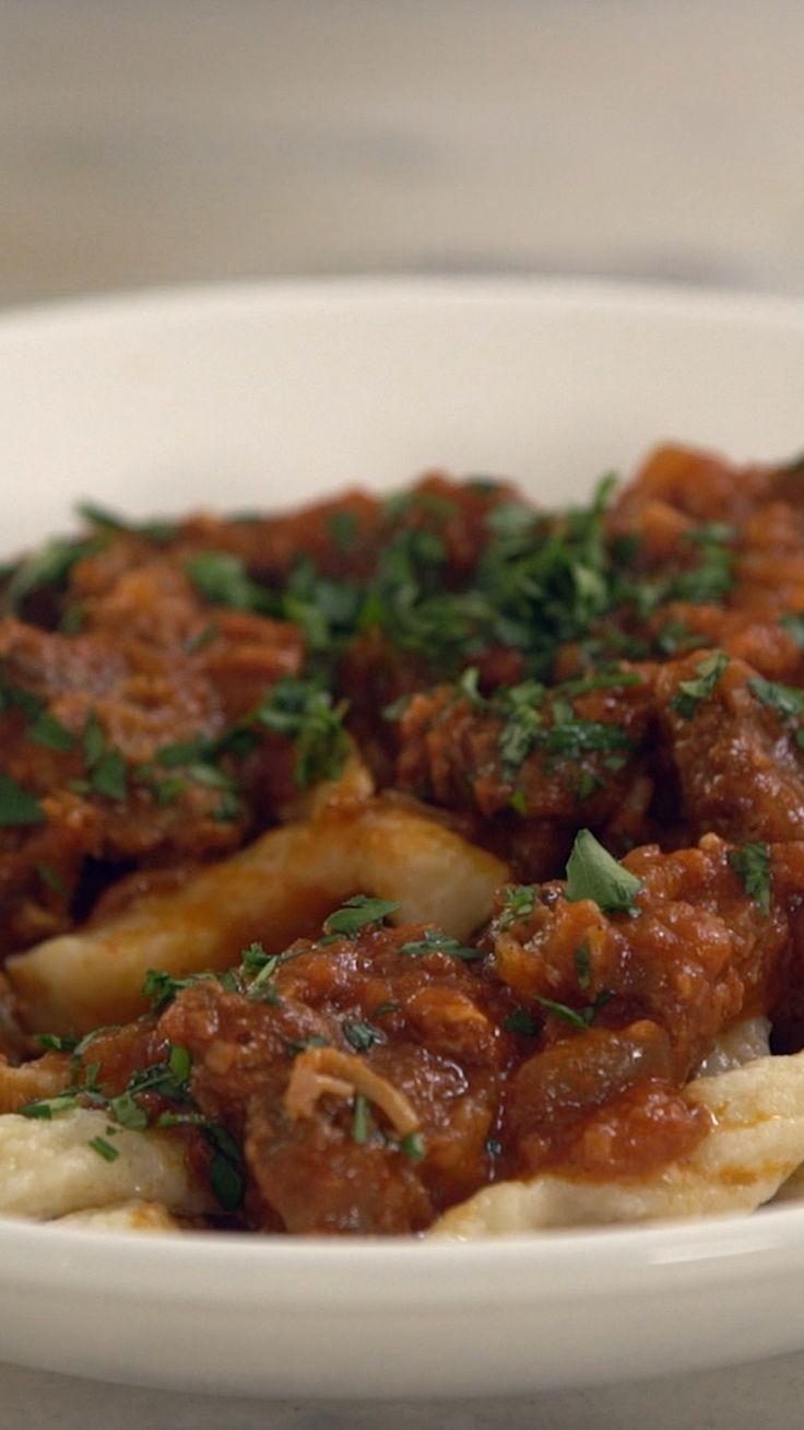 Goulash com Spaetzle, uma combinação tradicional do Leste Europeu super diferente e gostosa!