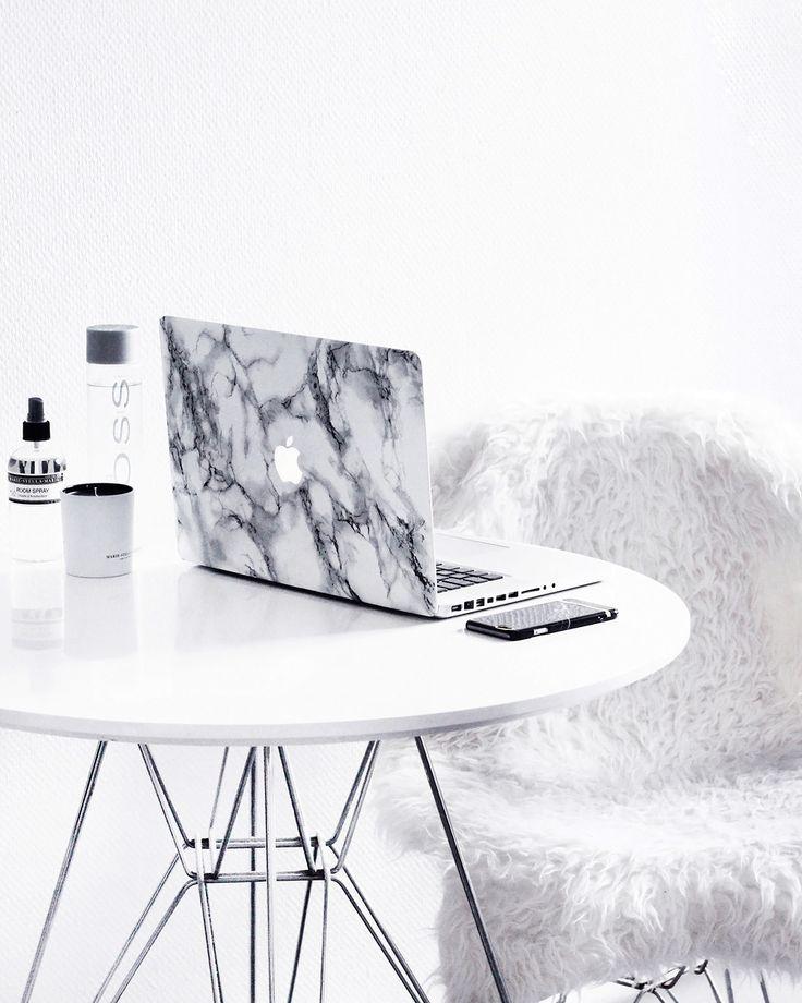 MacBook-Pro-15-Marbre-Coque-VOSS-eau-Marie-Stella-Maris-bougie (Tech Aesthetic)