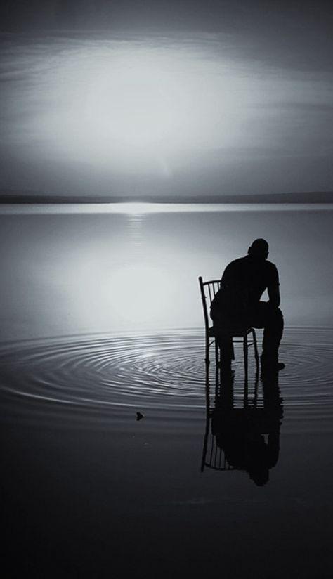 Hoje vejo quer a única forma de amenizar minha dor é escrever!para não sufoca-me com tantos sentimentos e quer para muitos pode ser drama,mas somente quem passou sabe o quer levar para toda vida no miserável segredo por medo,vergonha e culpa.Minha amiga sempre fala comigo que a culpa não foi minha é eu sempre respondo para ela,o quer você vê quando me olha!ela responde uma pessoa linda,forte de uma personalidade incrível,então respondo para ela,eu não sou isso!sou fraca.