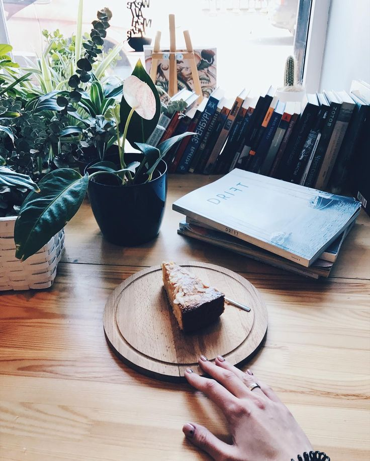 А нереальный миндально-апельсиновый кекс уже ждет вас Спасибо @les_li999  P.S.: в последней битве чаевых победу одержала Новая Голландия (кто бы сомневался ). Теперь выбираем что круче: олдскульный скейтборд или модный лонгборд #ohmytea #ohmytearu #ohmytea_ru #tea #teaspb #spb #teashop #dessert #спб #сладости #чай #чайная