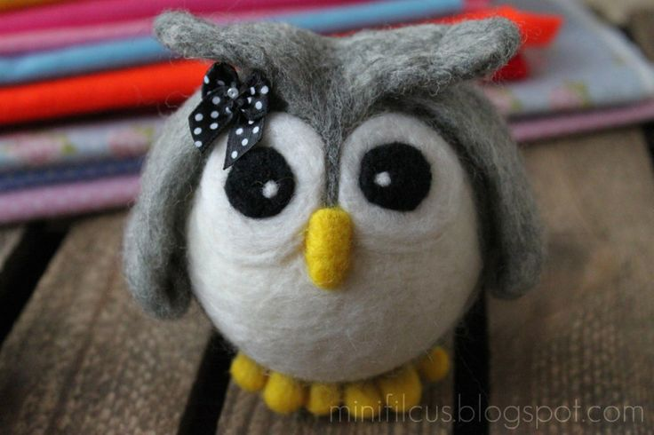 Owl - Felted on Styrofoam ball http://minifilcus.blogspot.com/2013/04/witaj-wiosno.html