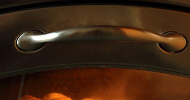 Quanto tempo deve-se deixar o produto Easy-Off no forno. Acabaram os dias em que gastava-se horas ajoelhado para limpar um forno sujo. O limpador de forno Easy-Off trabalha rapidamente para quebrar a gordura e detritos, sem fumaça e muito esforço. Leia o rótulo da embalagem com cuidado e siga todas as instruções.