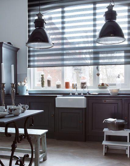 Duo rolgordijn in de #keuken van Bece #raamdecoratie #kitchen te verkrijgen bij wild van stof