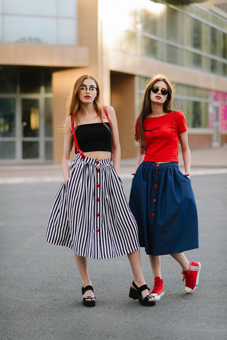 Джинсовая юбка миди с красными пуговицами Lilo. Купить в Lilo - производитель женской одежды: пальто, платье, сарафан, брюки