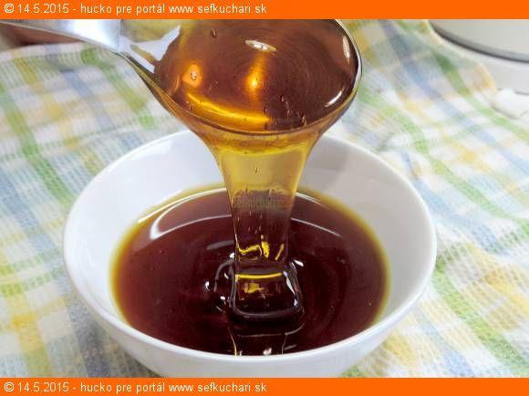 Krásný hustý domácí kopřivový med