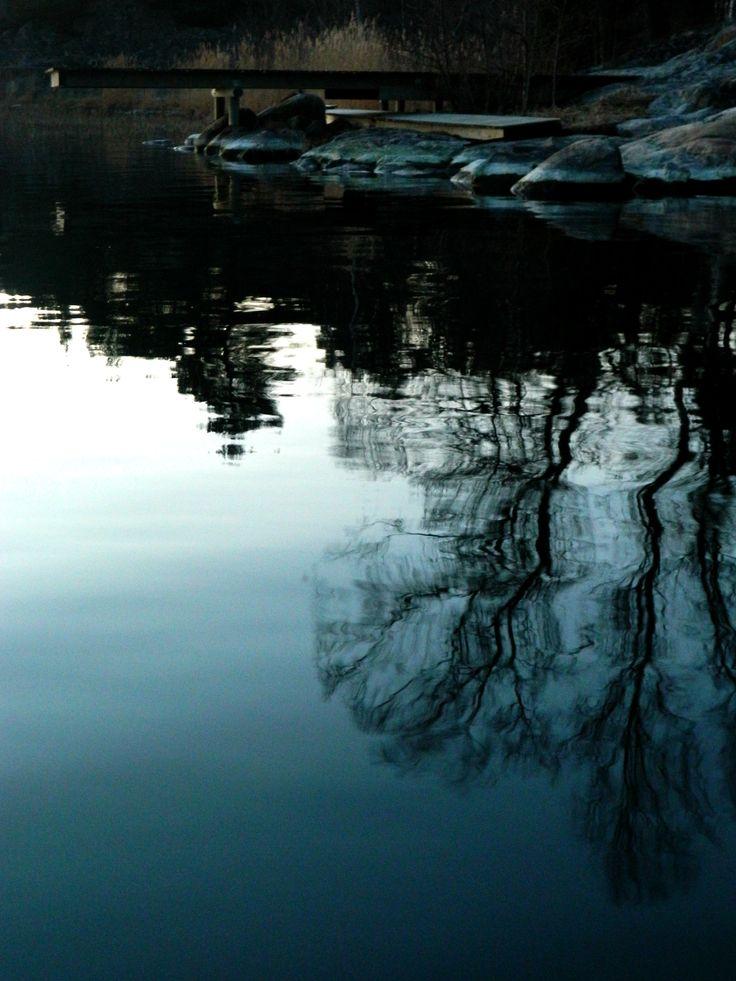 Selinas Ekologiska Meze. Sitting by the lake.