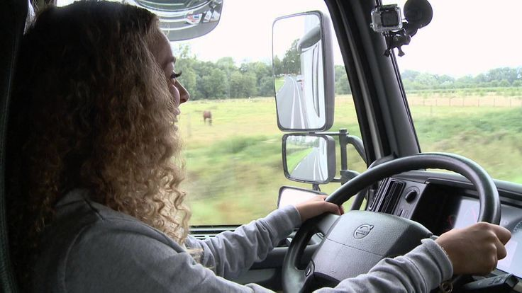 Aflevering 10 - De tijd is aangebroken voor Fayah's vrachtwagen rijexamen