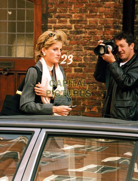 paparazzi chase claims life of princess diana Princess diana: remembering her life and legacy  gourmelon claimed those  were diana's last words while many have long believed it was the paparazzi  chasing diana's speeding car that caused the accident, gourmelon.