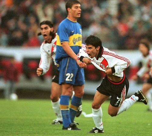 Javier Saviola en el River Plate vs. Boca Juniors. Javier Saviola + Juan Pablo Ángel + Sebastián Battaglia.