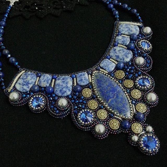 #Колье с лазуритами, содалитами, жемчугом и кристаллами #Swarovski. #кулон #ожерелье #лазурит #содалит #кристаллы #жемчугсваровски #жемчуг #канитель #бисероплетение #бисер #вышивка #вышивкабисером #бусины #beads #pearls #crystals #necklace #jewelrydesigner #jewelry #greenbirdme #кабошон #творю_с_kaboshon #металл #стразы