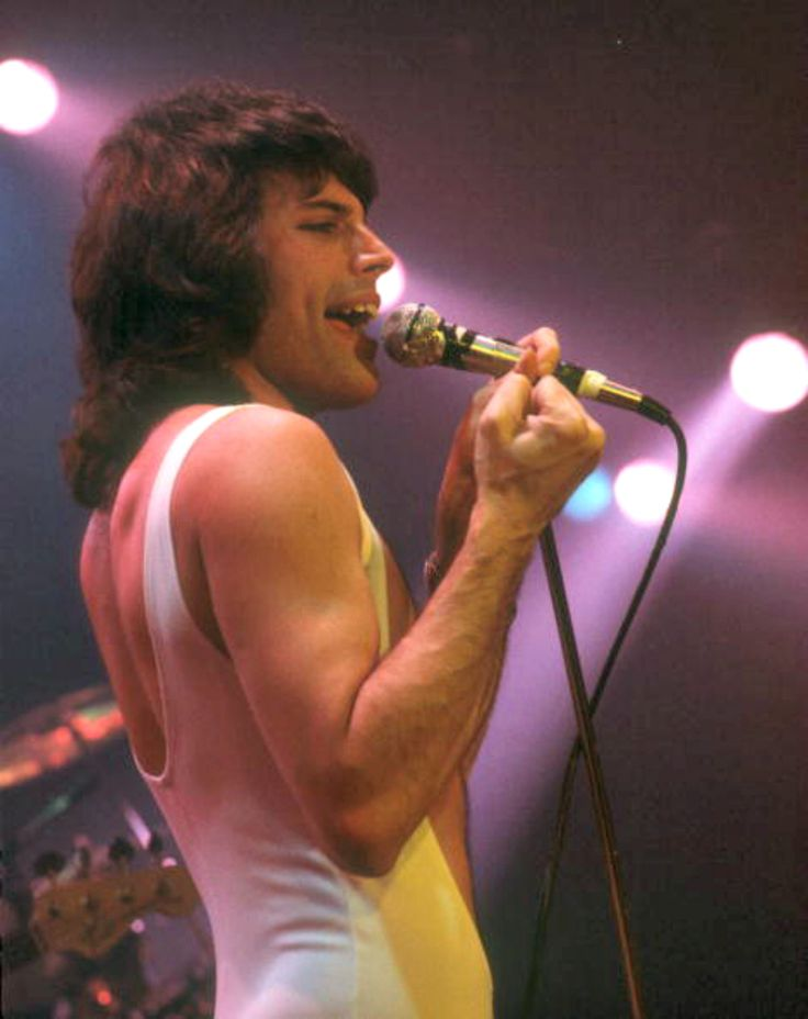 Freddie Mercury, Queen. 1975.