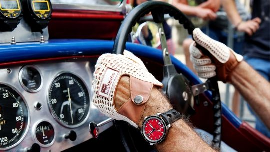 Choppard. Reloj Deportivo y driving gloves.