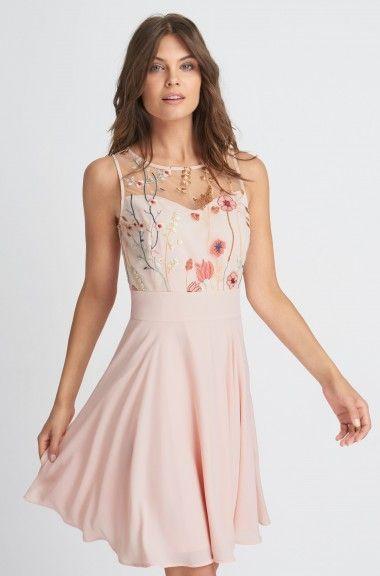 Elegantní šaty s lučními motivy