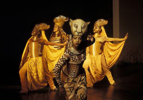 The Lion King, el musical, puesta en escena, Nala y las leonas de caza, Broadway, New York.