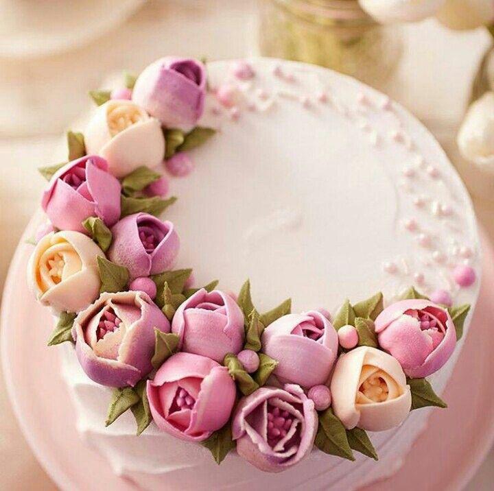 Beautiful flowercake. Russian piping tips. Buttercream.