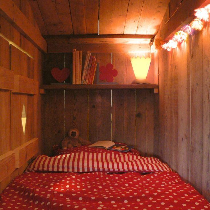 Bedstee van steigerhout voor kinderkamer