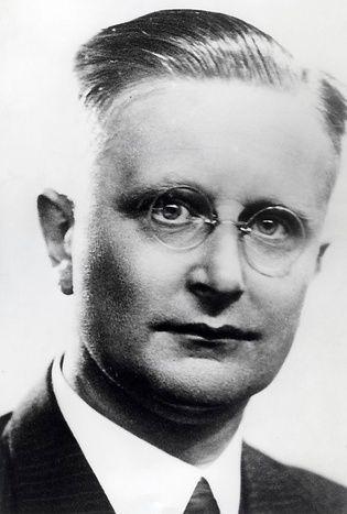 Rudolph Pabus Cleveringa (Appingedam, 2 april 1894 – Oegstgeest, 15 december 1980) was een Nederlandse hoogleraar in de rechtsgeleerdheid. Hij werd bekend door zijn rede op 26 november 1940 aan de Leidse universiteit waarin hij protesteerde tegen het ontslag van Joodse collega's. Hij werd in het Oranjehotel en kamp Vught vastgehouden. Na de oorlog werd hij lid van de Raad van State.