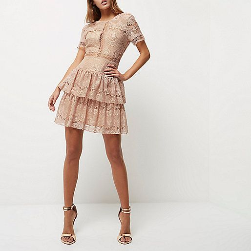 Nude kanten jurk met ruches