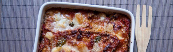 <p>Les aubergines à la parmigiana ou laparmigiana d'auberginessont (comme leur nom ne l'indique pas !) une recette traditionnelle du Sud de l'Italie, dont la Sicile et la Campanie se disputent l'origine. Aujourd'hui, nous vous présentons la version napolitaine, un plat vraiment très gourmand qui sublime un des légumes d'exception de …</p>