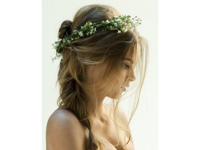 http://i4.dobramama.pl/4287f2c5dd5f72c2a0d3177f19f1fccd/2012-Wedding-Hair-Accessories-Trend.jpg