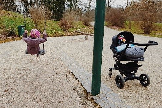 Park time!  #park #parktime #weekend #friday #friyay #family #baby #babygirl #stroller #freetime #leisure #concord #concordneo #familytime #repost