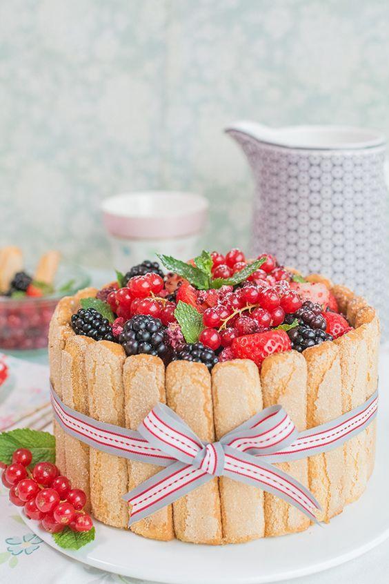 Vídeo-receta: Charlotte cake con frutos del bosque