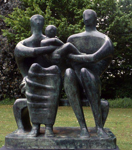 "Генри Мур ""Семейная группа"". 1948-1949 года. Стиль: авангард. Страна: Англия. Частная коллекция."