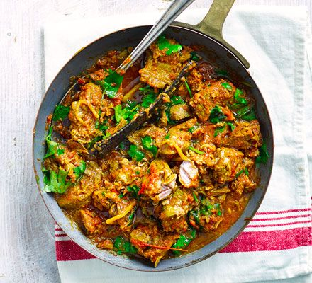 Storecupboard spices along withpuréed onions, garlic and ginger create an authentic flavour in thistender lamb curry that's rich in iron and 2 of your 5-a-day