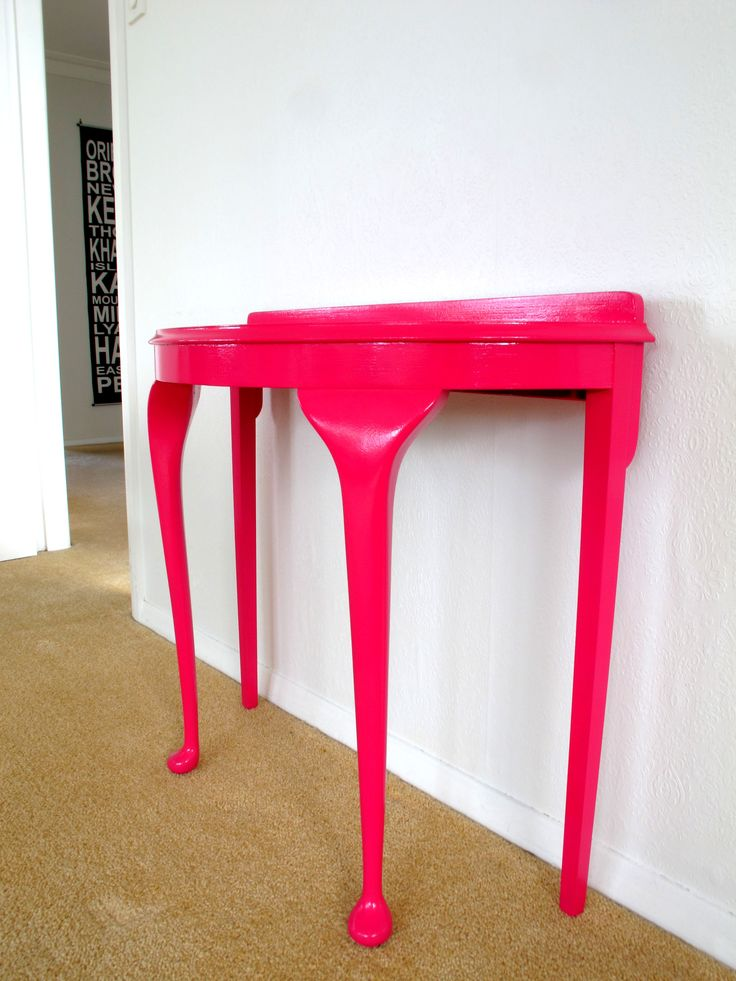 Pink may not be for everyone but it does look stunning on this half round hall table
