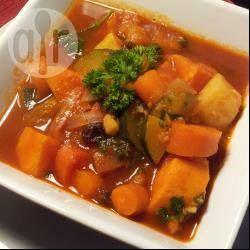 Ik heb dit gerecht gemaakt zonder couscous en zonder kikkererwten. Extra zoete aardappel en wortel, aangevuld met een gele paprika en niet te zuinig met de verse gember. Het was heerlijk!