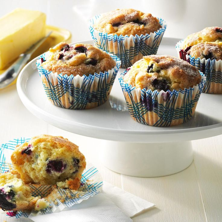 Aunt Betty's Blueberry Muffins - rolled oats - orange juice - large egg - canola oil - sugar - flour - baking powder - salt - baking soda - fresh or frozen blueberries - Topping - sugar - cinnamon
