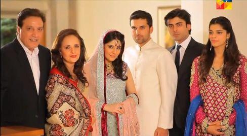Zindagi Gulzar Hai: Family Portrait at Sara's Wedding.