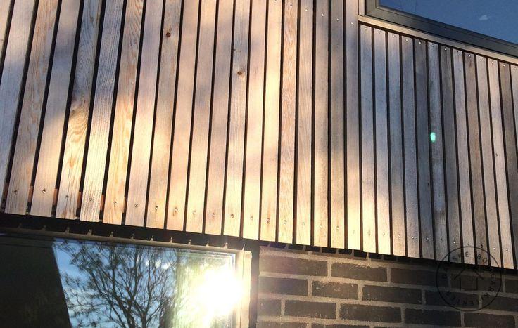 Bardage pos la verticale et ajour e un espace gal est for Lame de bois exterieur