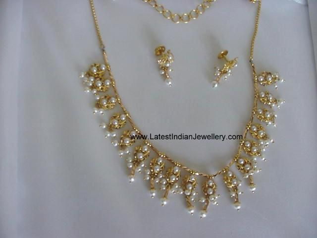 Light Weight Trendy Pearl Necklace Jewellery Board