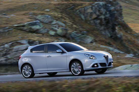"""Alfa Romeo Giulietta 1.4 Turbo Benzina GPL -  Turbo a tutto """"gas""""  Impressioni di guida Proposta a partire da 24.247 euro, l'Alfa Romeo Giulietta 1.4 Turbo Benzina GPL adotta il classico motore 4 cilindri bialbero Fiat 1.368 cc 16V, sovralimentato con turbocompressore. La potenza massima è di 120 CV a 5.000 giri/min., mentre il picco di coppia è pari a 206 Nm a ..."""
