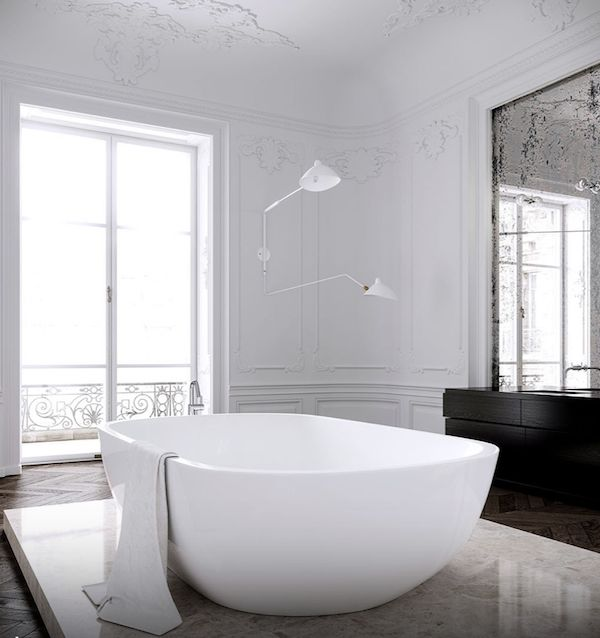 Huge bathtub in Paris apartment